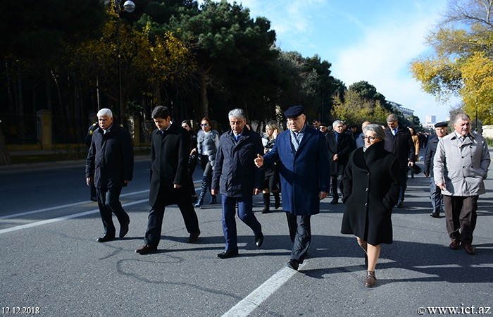 The Alley of Honorable Burial. Employees of institute visited the grave of national leader Heydar Aliyev