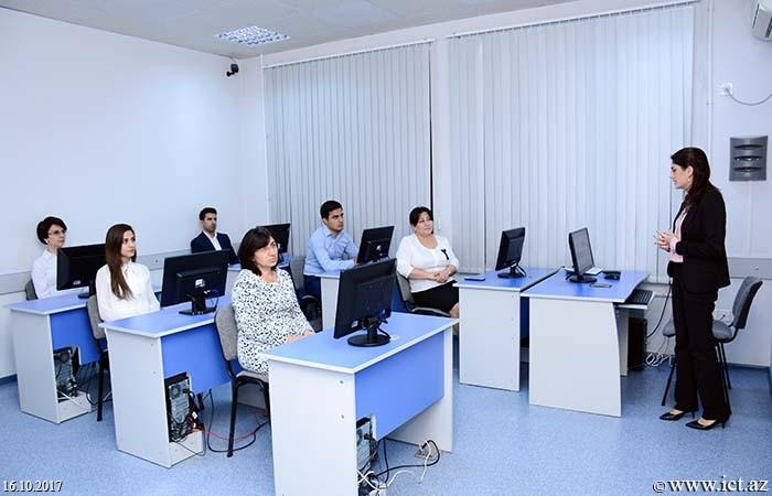 """AMEA İnformasiya Texnologiyaları İnstitutu. Tədris-İnnovasiya Mərkəzində """"English websites for learners"""" (""""İngilis dilini öyrənmək istəyənlər üçün veb-saytlar"""") mövzusunda elmi seminar keçirildi."""