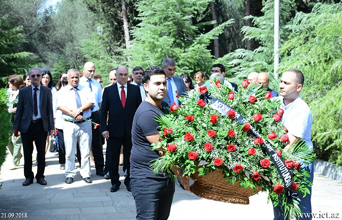 Alley of Honor. The staff of the institute visited the graveyard of the great scientist Lotfi Zadeh