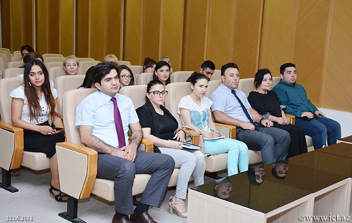 "Central Scientific Library  of ANAS. A meeting was held with deputy editor- in-chief of ""Poisk"" newspaper"