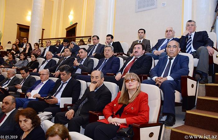 AMEA-nın Əsas binası. Azərbaycan Milli Elmlər Akademiyasının illik Ümumi yığıncağı