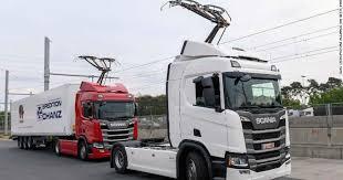 Avtomobilləri enerji ilə təmin edən yol istifadəyə verilib