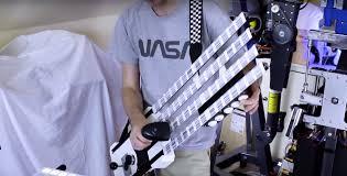 Британский изобретатель создал гитару из штрихкодов и сканера