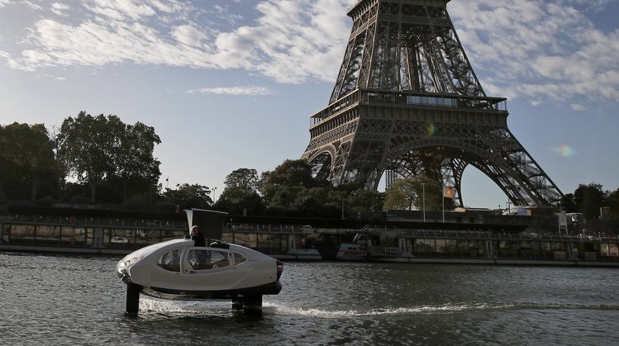 Электрическое водное такси испытывают в Париже