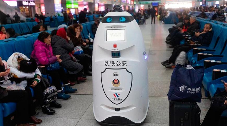Роботы-полицейские начали патрулировать на железнодорожных станциях