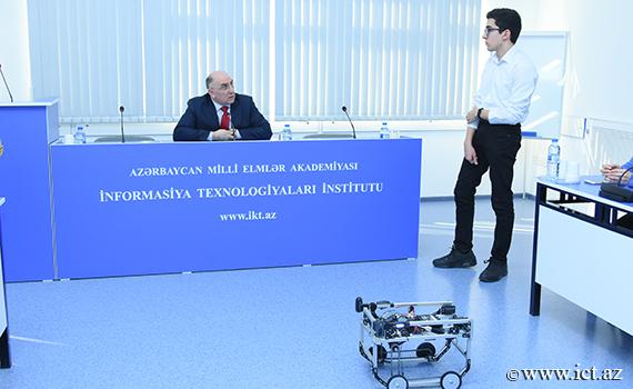 """""""İnfoMatrix-2018""""in bürünc medalçısı hazırladığı yeni robotu təqdim edib"""