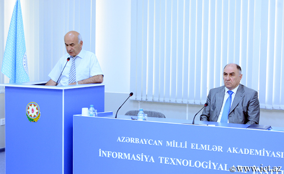 Formation problems of E-science are investigated
