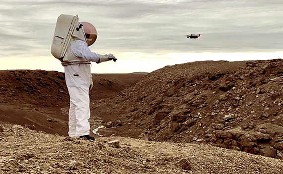 """""""Ağıllı"""" əlcək astronavtlara dronları idarə etməyə kömək edəcək"""