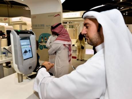 Dubayda ictimai nəqliyyatda gediş haqqı qol saatı ilə ödəniləcək