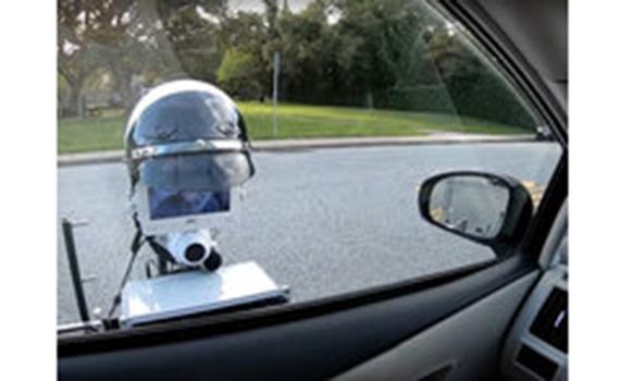 Yollarda sürücülərin sənədlərini yoxlayan robot təqdim olunub