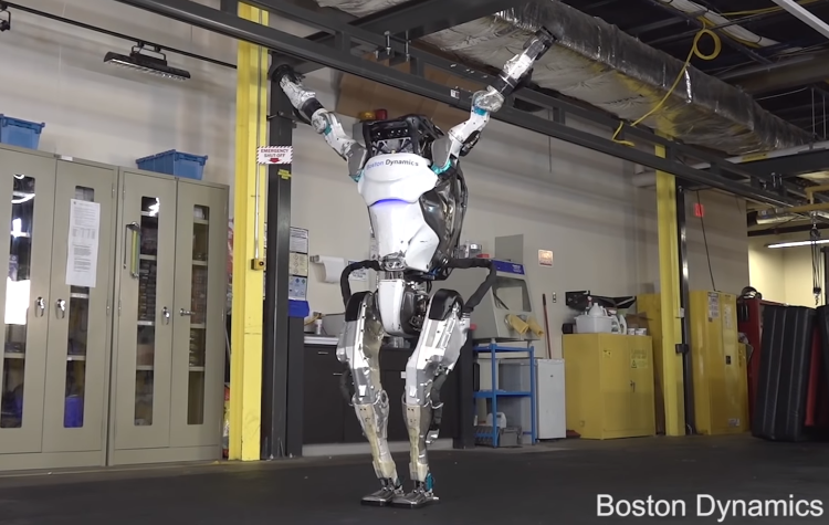 """""""Boston Dynamics""""in """"Atlas"""" robotu yeni gimnastik hərəkətlər etməyi öyrənib"""