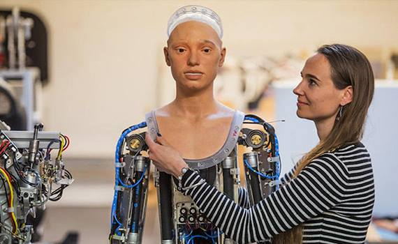 Ai-Da humanoid robot with artificial intelligence will draw people