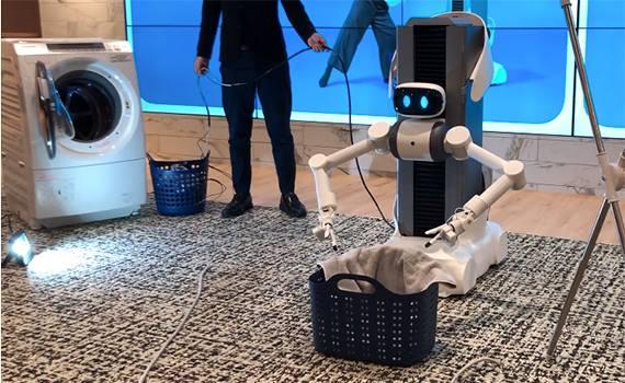 Paltarları asmağa kömək edən robot