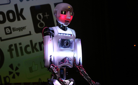 Robot İT-düşərgədə məktəblilər üçün açıq dərs keçib