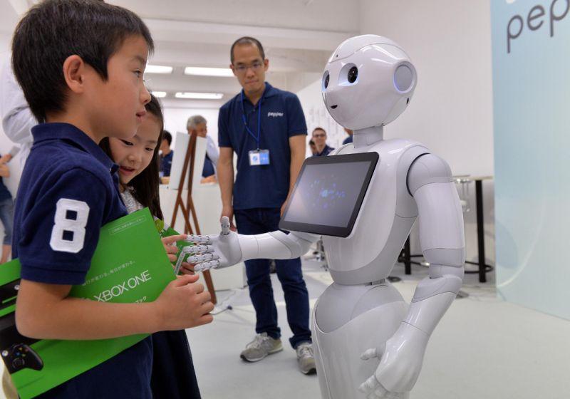 Robot dünyada ilk dəfə orta məktəbə daxil olub