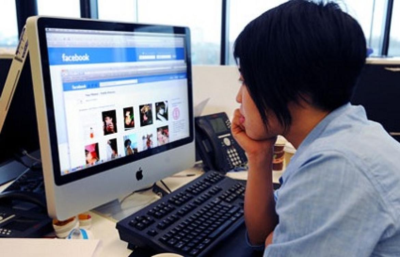 """Facebook yeni """"Facebook at Work"""" saytı üzərində işləyir"""