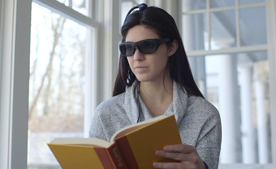 New smart glasses darken lenses if the user is distracted from work