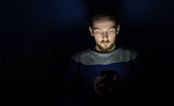 Studies have shown why it is dangerous to use mobile phones at night