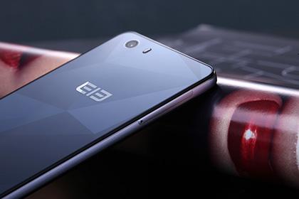 10 nüvəli prosessorla təchiz edilmiş ilk smartfon satışa çıxarılacaq