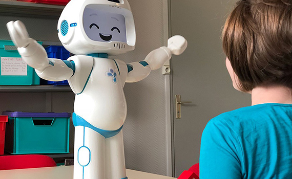 This happy robot helps kids with autism
