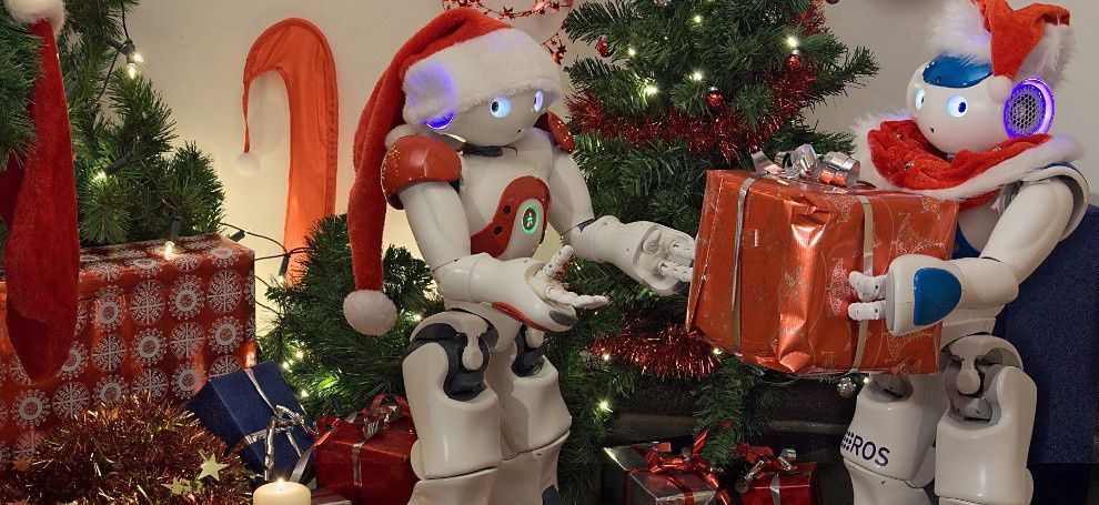 Robots are preparing to celebrate Christmas  and 2020 in New York