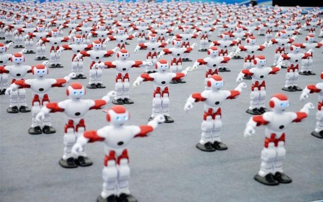 Sinxron rəqs edən robotlar Ginnesin Rekordlar Kitabına daxil edilib