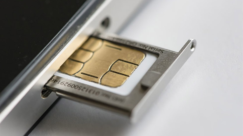 How does XH Smart Tech's smart cards protect personal information?