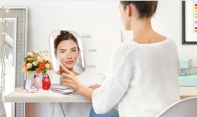 Smart mirror HiMirror will give professional cosmetic advice