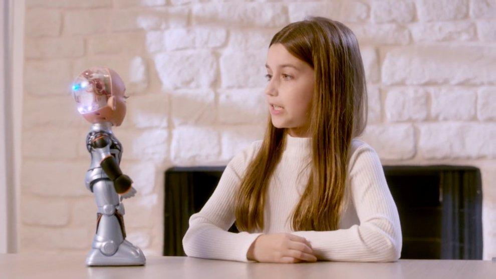 The mini-version of the robot Sofia from Hanson Robotics conquers Kickstarter